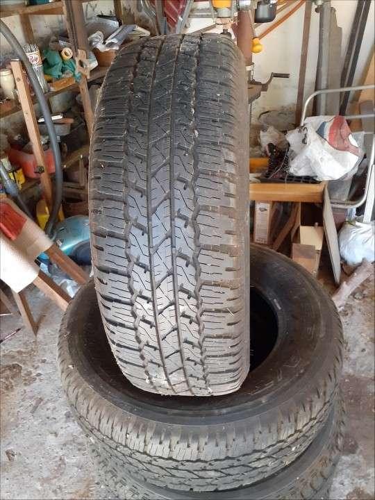 Juego de Cubiertas Bridgestone medidas 265/65/R17 - 1