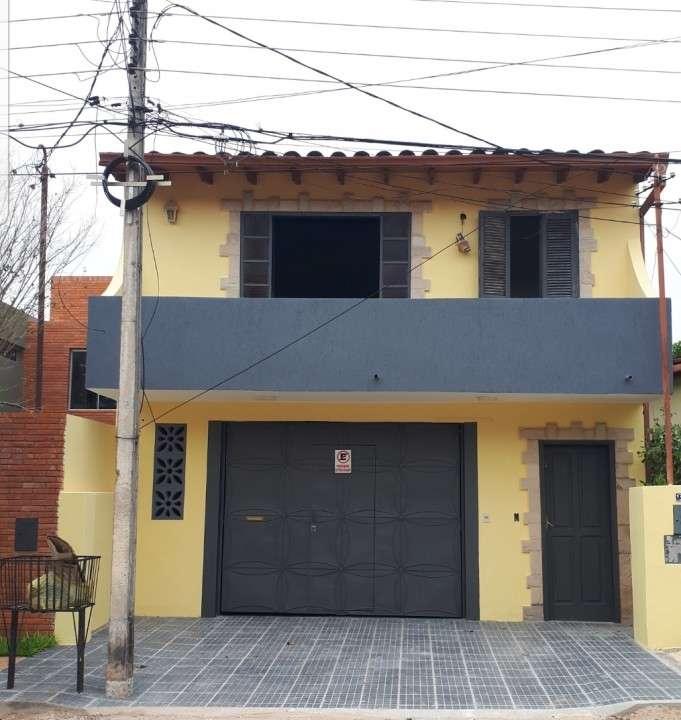 Vivienda en Barrio Mburucuyá - 0