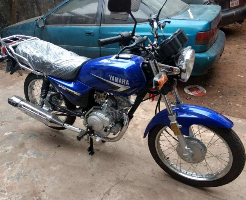 Moto Yamaha yb125 0KM con chapa del Mercosur - 3