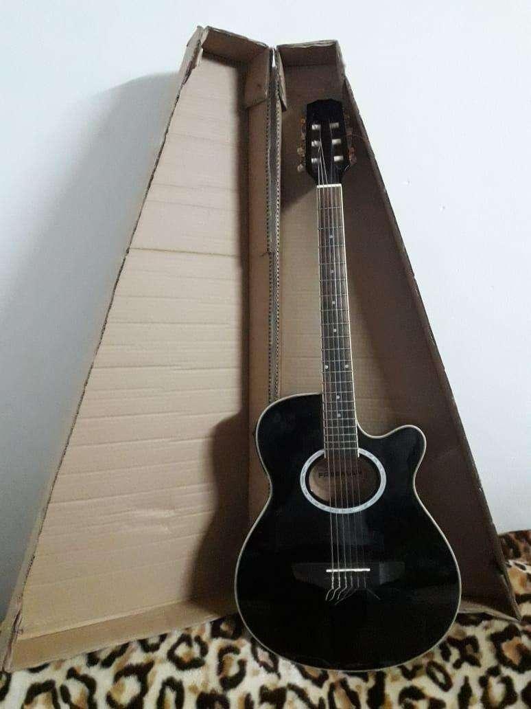 Guitarra electroacústica Freeman - 0