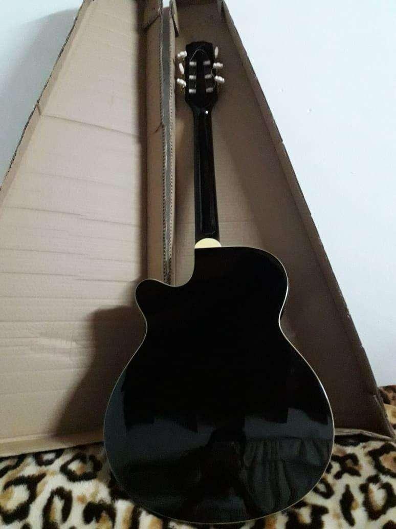 Guitarra electroacústica Freeman - 1