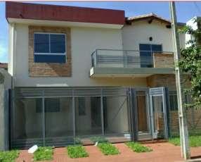 Duplex en barrio Herrera