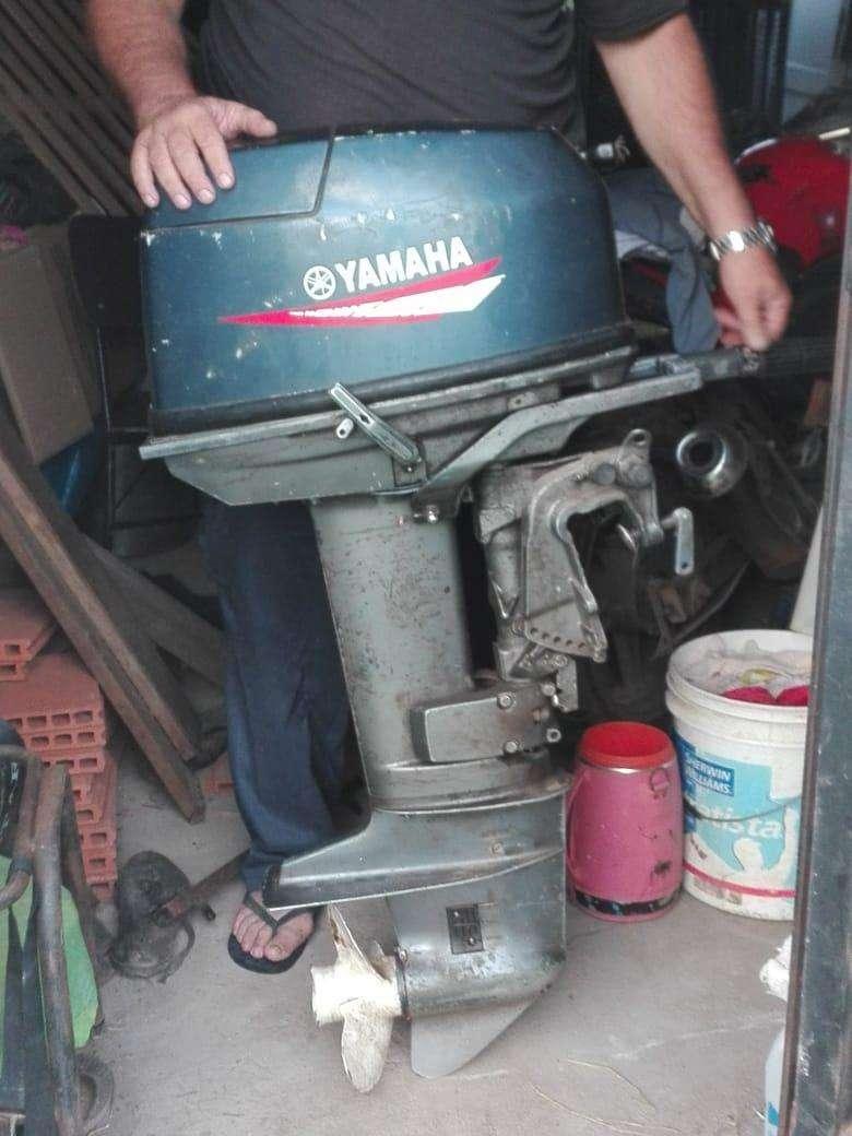 Motor fuera de borda Yamaha de 25 HP - 0