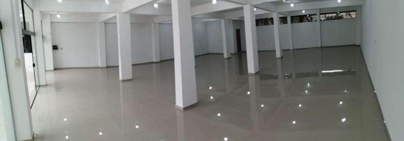 Salón comercial - 2