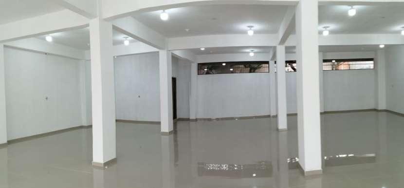 Salón comercial - 1