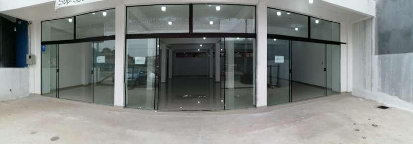 Salón comercial - 0