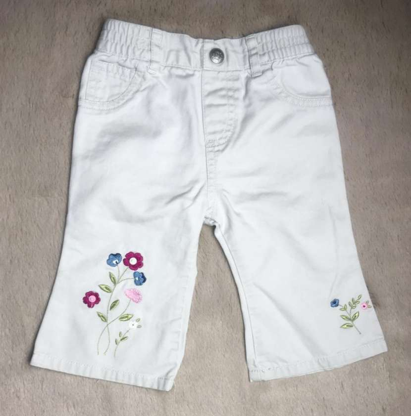 Pantalon Beige con flores bordadas, Little Legends. - 0
