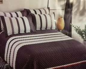 Cubre cama 2.30 x 2,50 con 2 fundas