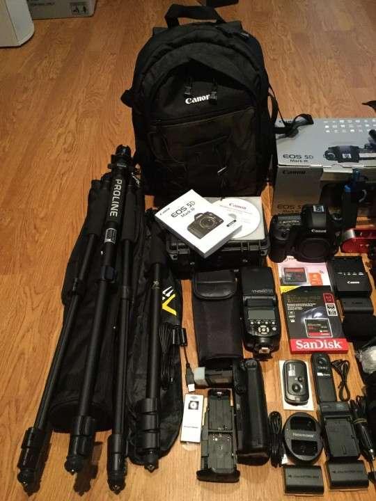 Canon EOS 5D Mark III Body /w KIT(24-105 IS) SLR Camera 23.4 - 2