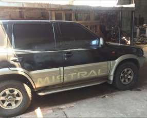 Nissan Mistral Negra 1997