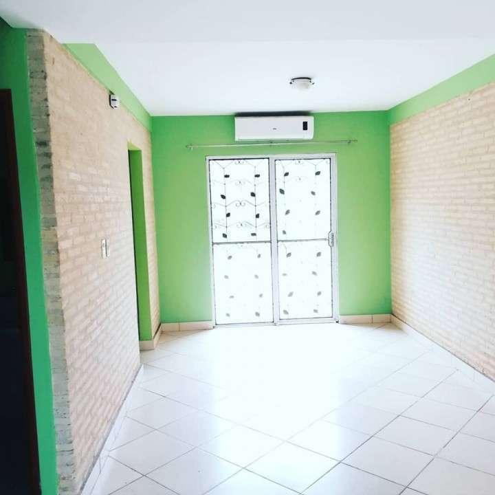 Duplex en Loma Pytá zona Shopping El Portal - 1