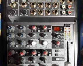 Consola Behringer Xenyx 1002 FX