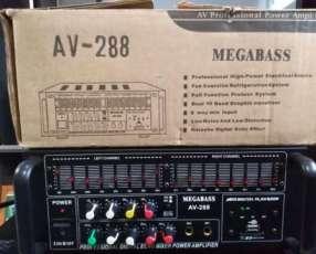 Bafle JBL y amplificador