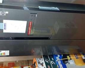 Heladera y freezer LG inverter frío seco inoxidable de 613 litros