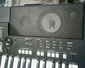 Órgano Yamaha PSR S550