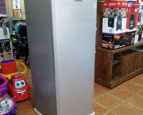 Freezer vertical Consumer de 250 lts