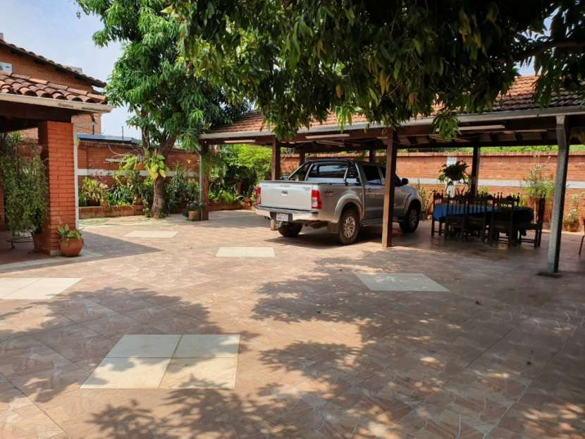Casa con amplio terreno en Asunción - 3