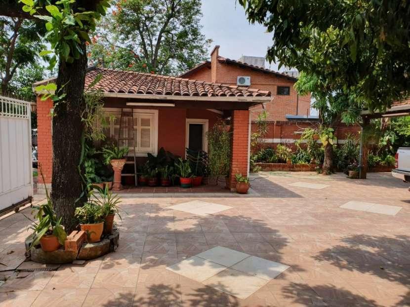Casa con amplio terreno en Asunción - 1