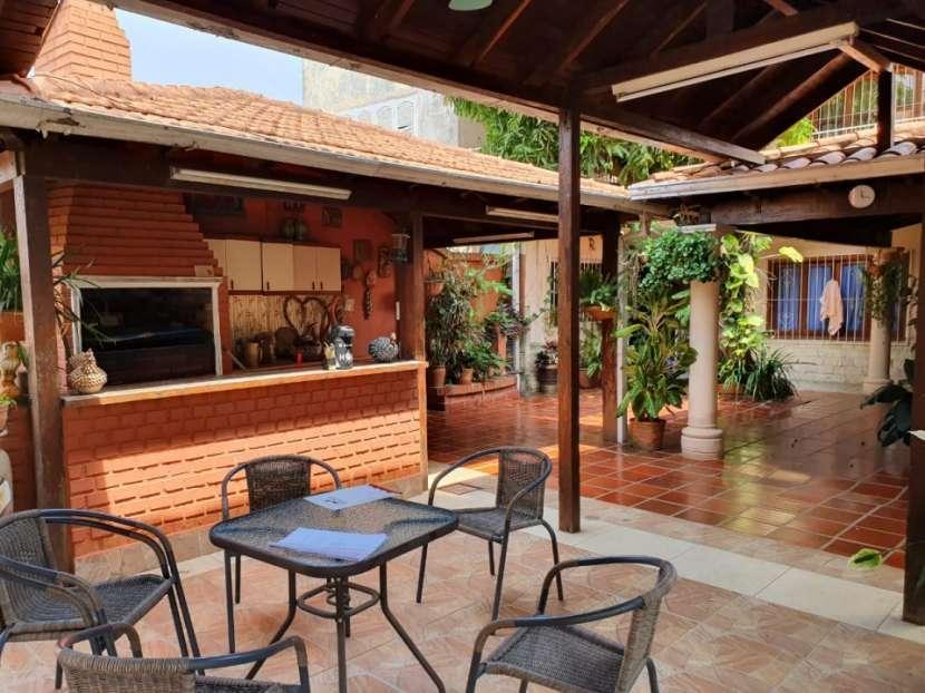 Casa con amplio terreno en Asunción - 2