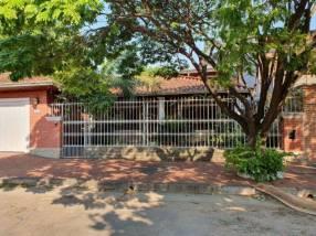 Casa con amplio terreno en Asunción