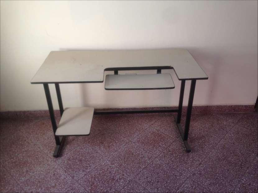 Mesa para computadora - 1