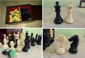 Piezas usadas de ajedrez de plástico rellenado