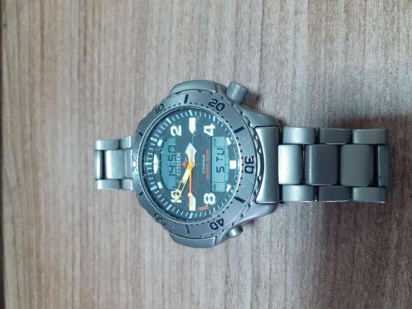 Reloj Citizen Base Titanio - 3