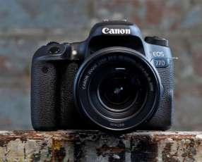 Cámara Canon 77D Kit 18 135
