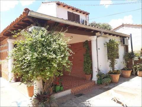 Casa en Limpio 5 dorm. a 1 cuadra de la ruta atras de Fortis - 0