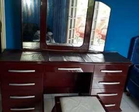 Mueble tocador con sillita