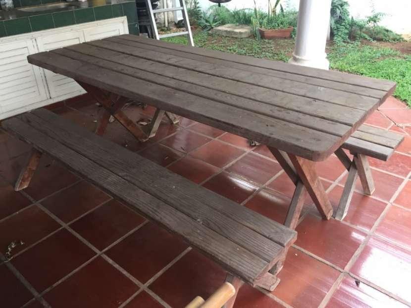 Mesa de madera de pino para jardín o quincho - 0