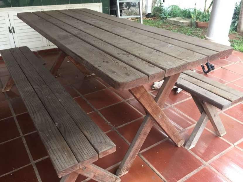 Mesa de madera de pino para jardín o quincho - 2