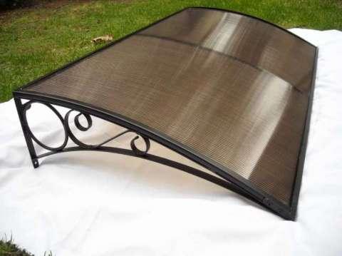 Estructura de metal y techado con policarbonato
