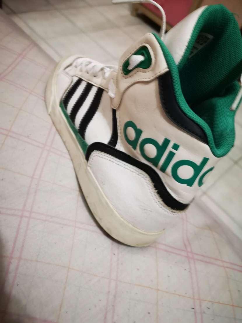 Calzado Adidas calce 39/40 - 0