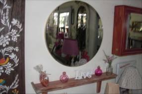 Espejo redondo con repisa