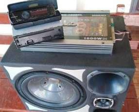 Autoradio Pioneer + caja con amplificador