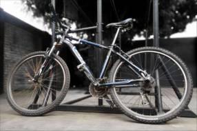 Bicicleta BH aro 26,. Con Casco