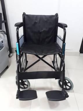 Silla de ruedas estándar black ruedas macizas