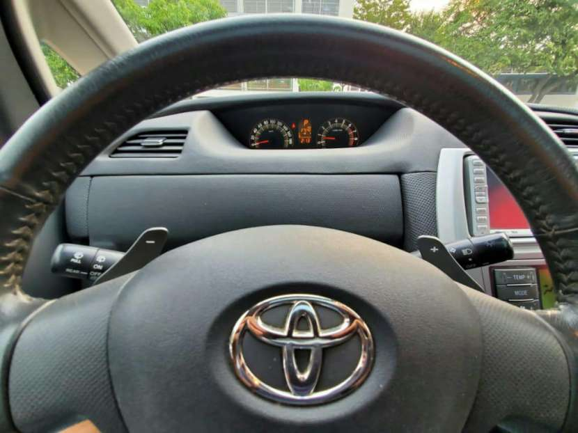 Toyota ractis 2006 - 1