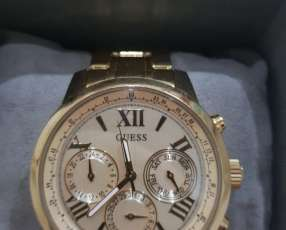 Reloj GUESS Femenino de acero inoxidable.