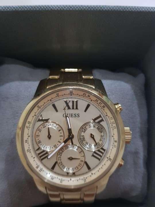 Reloj GUESS Femenino de acero inoxidable. - 0