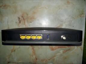 Router con 4 puertos de salida Netgear