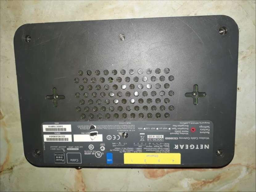 Router con 4 puertos de salida Netgear - 1