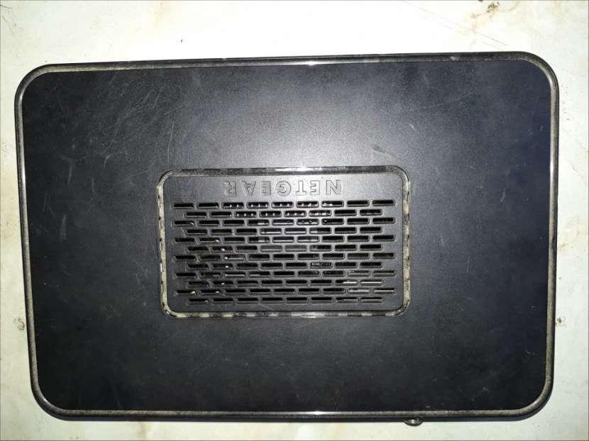 Router con 4 puertos de salida Netgear - 2