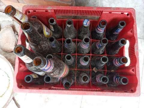 Botellas y cajas de pilseni - 2