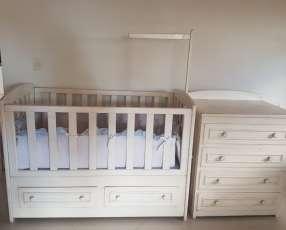 Cuna con cómoda y ajuar para bebe