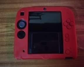 Nintendo 2DS con carcasa