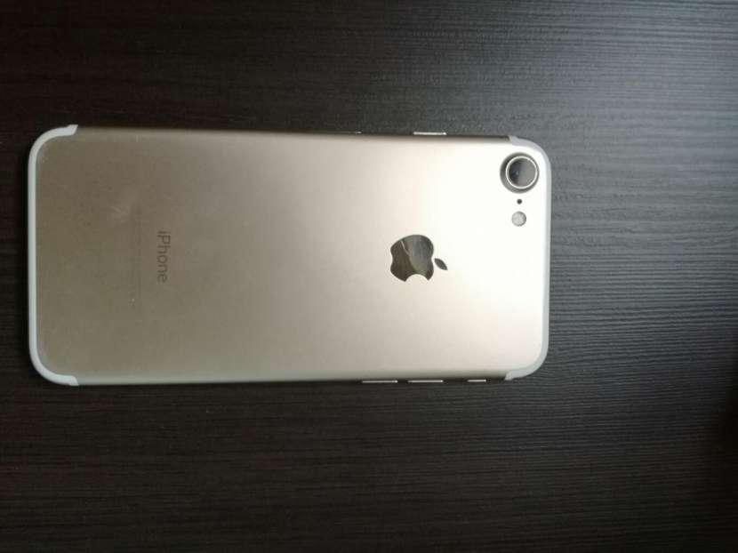 iPhone 7 Gold 12 8GB - 1