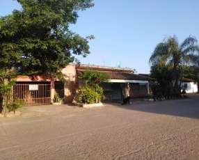 Casa céntrica en limpio con local para negocio