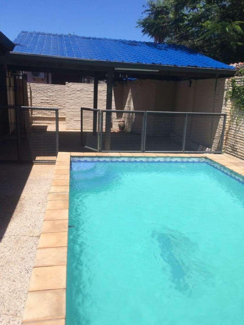 Casa todo planta baja con piscina Barrio Santa Ana Lambaré - 1